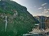 mare roccia costa scosceso ripido fiordo frastagliato